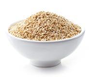Cuenco de semillas blancas de la quinoa Foto de archivo