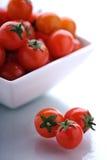 Cuenco de tomates de cereza Imagenes de archivo