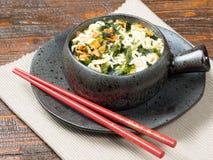 Cuenco de verduras con los tallarines asiáticos Foto de archivo libre de regalías