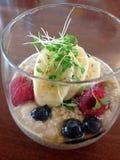 Cuenco del desayuno de la quinoa Fotografía de archivo libre de regalías