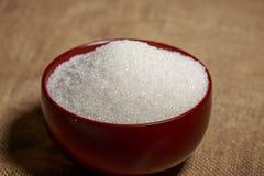 Cuenco lleno de azúcar-macro imagen de archivo