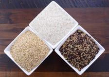 Cuencos cuadrados de arroz crudo Fotografía de archivo libre de regalías