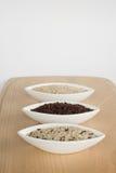 3 cuencos de arroz crudo Imagen de archivo libre de regalías