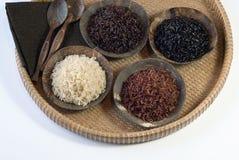 4 cuencos de arroz crudo Imágenes de archivo libres de regalías