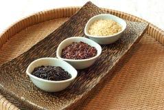 3 cuencos de arroz crudo Imagen de archivo