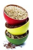 Cuencos de arroz crudo Fotos de archivo
