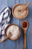 Cuencos de arroz y de quinoa Imagenes de archivo