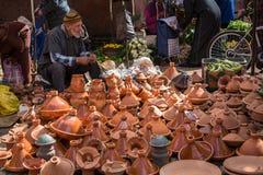 Cuencos de cerámica para cocinar tagine Foto de archivo