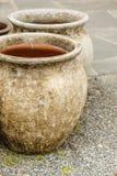 Cuencos de cerámica pasados de moda de los floreros de la arcilla Imagenes de archivo