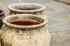 Cuencos de cerámica pasados de moda de los floreros de la arcilla Imagen de archivo