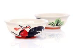 Cuencos de la porcelana con el pollo pintado Imágenes de archivo libres de regalías