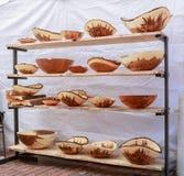 Cuencos hechos a mano de madera asombrosos hechos de la diversa madera Imagenes de archivo
