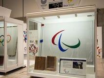 Cuenta descendiente a 2020 Olimpiadas en el  metropolitano del åº del ½ del ±äº¬éƒ del  del æ del edificio del gobierno, Shinju imagen de archivo