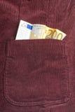 Cuenta euro dentro del bolsillo Fotos de archivo