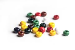 Cuentas de cristal coloreadas aisladas Foto de archivo libre de regalías