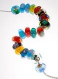 Cuentas de cristal venecianas en el encadenamiento de plata Foto de archivo libre de regalías