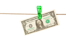 Cuentas de dólar fijadas a una cuerda para tender la ropa Imagen de archivo