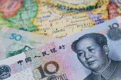 Cuentas de Yuan en el mapa de la India Concepto de inversión imágenes de archivo libres de regalías