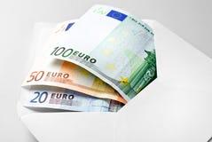 Cuentas euro en sobre Imagen de archivo libre de regalías