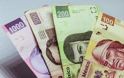 Cuentas mexicanas de diversos valores Foto de archivo libre de regalías