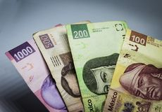Cuentas mexicanas de diversos valores Imagen de archivo libre de regalías