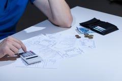 Cuentas sin pagar en el escritorio Imágenes de archivo libres de regalías