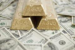 Cuentas y barras de oro Imágenes de archivo libres de regalías