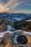 Cuento del invierno con puesta del sol de la montaña Imágenes de archivo libres de regalías