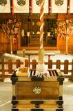 Cuerda de Bell en una capilla local en Fukuoka, Japón debajo del último en popa Imagenes de archivo