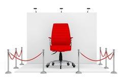 Cuerda de la barrera alrededor de la cabina de la feria profesional con Boss de cuero rojo Offic stock de ilustración