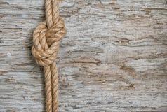 Cuerda de la nave y fondo de madera Imagenes de archivo