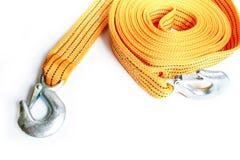 Cuerda de la remolque de cuerda para los coches en un fondo blanco imagen de archivo