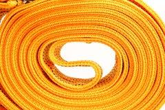 Cuerda de la remolque de cuerda para los coches en un fondo blanco foto de archivo