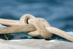 Cuerda de la seguridad de un barco Imagenes de archivo