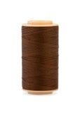 Cuerda de rosca del algodón de seda de Brown en carrete plástico. Foto de archivo libre de regalías