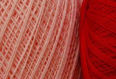 Cuerda de rosca del ganchillo - colores de las tarjetas del día de San Valentín Fotografía de archivo