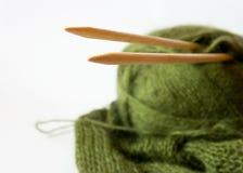 Cuerda de rosca y aguja que hace punto Fotografía de archivo