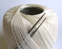 Cuerda de rosca y ganchillos Fotos de archivo libres de regalías