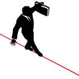 Cuerda de volatinero del riesgo del balance del hombre de negocios de arriba Imagen de archivo libre de regalías