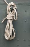 Cuerda en una cubierta de la nave Imagen de archivo