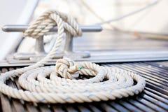 Cuerda náutica de la amarradura Foto de archivo