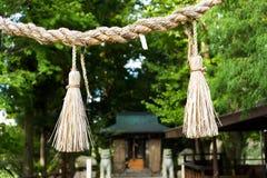 Cuerda sintoísta del símbolo de la paja del arroz en templo Fotos de archivo libres de regalías