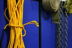 Cuerda y cadenas amarillas Foto de archivo