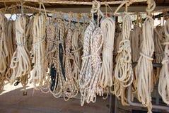 Cuerdas anudadas de los barcos de navegación Fotos de archivo libres de regalías