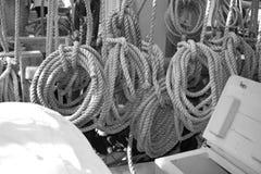 Cuerdas de la amarradura Foto de archivo libre de regalías