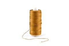 Cuerdas de rosca de oro en la bobina Fotos de archivo