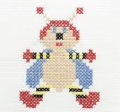 Cuerdas de rosca del bordado de la imagen de una abeja Imagen de archivo