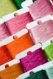 Cuerdas de rosca multicoloras del algodón Fotografía de archivo