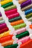 Cuerdas de rosca multicoloras del algodón Fotografía de archivo libre de regalías