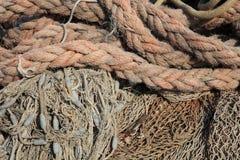 Cuerdas en el puerto Fotografía de archivo libre de regalías